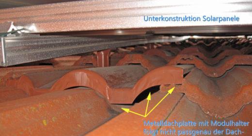 Befestigung einer Solaranlage mit Universal Metalldachplatte